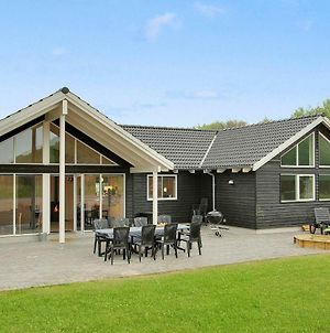 Seven-Bedroom Holiday Home In Tranekaer photos Exterior