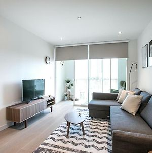 Bright 1 Bedroom Flat With Amazing Rooftop! photos Exterior