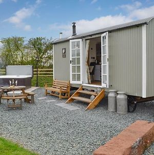 Greengill Farm Shepherds Hut photos Exterior