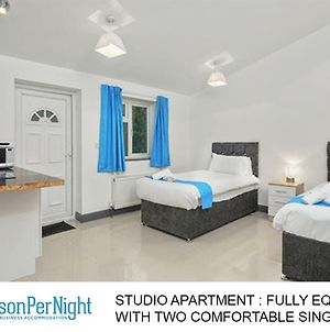 Studio Apartment With 2 Beds Exclusively For Contractors photos Exterior