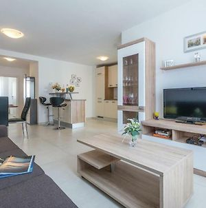 Two-Bedroom Apartment In Pula photos Exterior