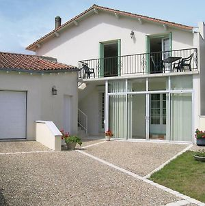 One-Bedroom Apartment In Vaux Sur Mer photos Exterior