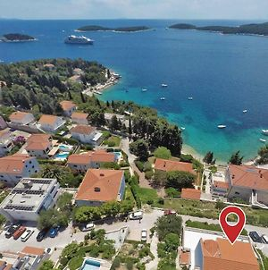 Two-Bedroom Apartment In Hvar photos Exterior