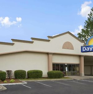 Days Inn By Wyndham Fayetteville-South/I-95 Exit 49 photos Exterior