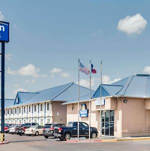 Days Inn & Suites By Wyndham Laredo photos Exterior