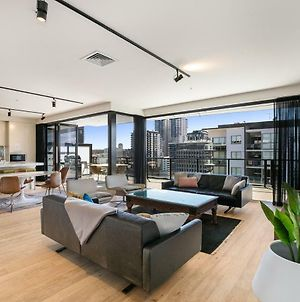 Epic Luxury Penthouse With Sweeping Skyline Vista photos Exterior
