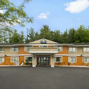 Days Inn & Suites By Wyndham Stevens Point photos Exterior