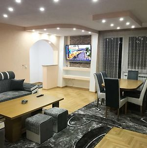Large , Modern American Style Apartment Sarajevo + Free Parking Places photos Exterior