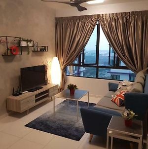 Top Sky Living@The Heights Residence/6-8Pax*Wifi* photos Exterior