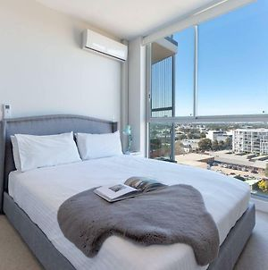 Stunning Urban Apt Wt Parking Near Cbd & Airport photos Exterior