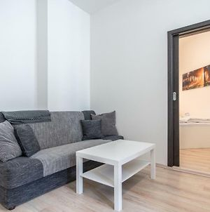Apartment With One Bedroom Near Metro And Zizkov Tv Tower By Easybnb photos Exterior
