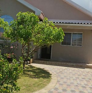 Caymanas Estate 24/7 Security, Just Like Home photos Exterior