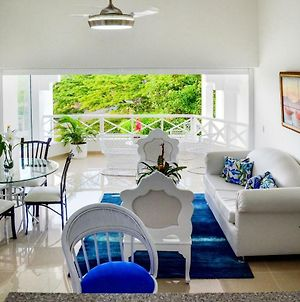 Newly Renovated Apt With Amazing Natural Light. photos Exterior