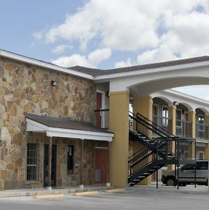 Super 8 By Wyndham San Antonio Near Fort Sam Houston photos Exterior