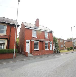 Lawsons Cottage - Newly Refurbished - Superb Location - Thornton Cleveleys photos Exterior