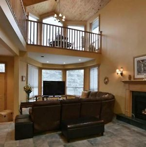 Fantastic 5 Bed Blue Mountain Chalet Steps To Skiing & Shopping Sleeps 14 photos Exterior