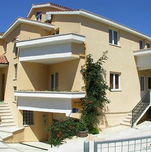 Apartment With One Bedroom In Okrug Gornji, With Wonderful Sea View, E photos Exterior