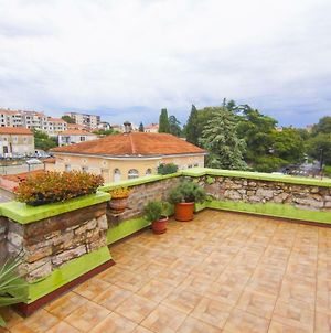 Apartment In Centre With Huge Terace photos Exterior