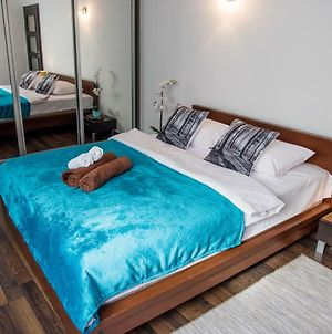 Dekart 5220 Arkadia Apartments photos Exterior