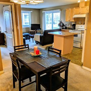 Quiet Condo Close To Wem W/ A/C & U/G Parking photos Exterior