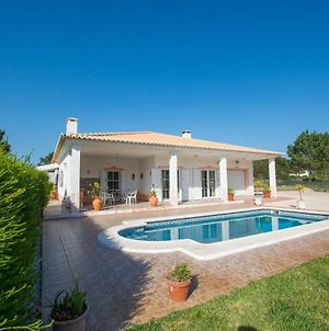Sunny Holiday Home With Pool photos Exterior