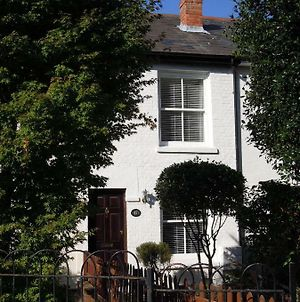 Pretty Victorian Cottage photos Exterior