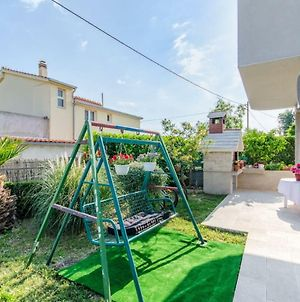 Holiday Apartment With Garden photos Exterior