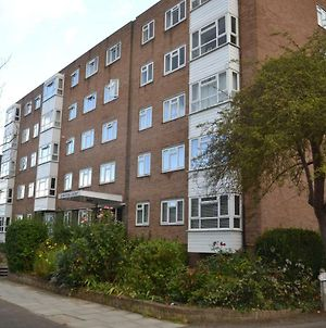 2 Bedroom Apartment In Stratton Court Central Surbiton Incl Free Parking photos Exterior