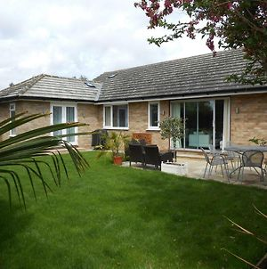 Luxury 4 Bed 3 Bathroom Bungalow , South West Of London, The Dapples photos Exterior