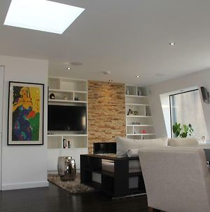 High-End 2 Bedroom Penthouse Flat In West London photos Exterior