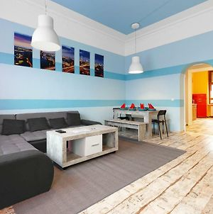 8 People Vacation Apartment Family & Friends photos Exterior