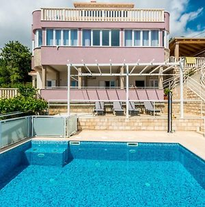 Villa With A Swimming Pool photos Exterior