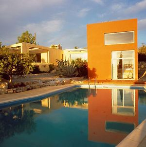 Villa With Swimming Pool And Tennis/Basketball Court photos Exterior