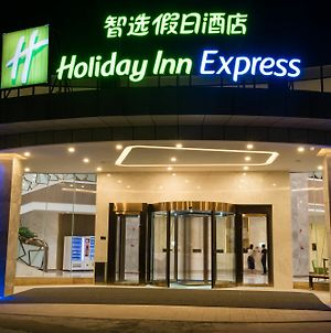 Holiday Inn Express Guangzhou Baiyun Airport photos Exterior