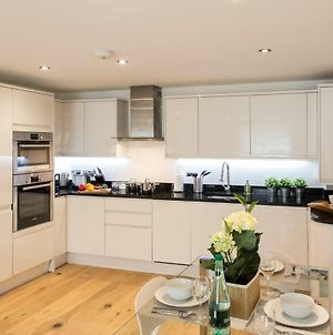Finchley Central - Luxury 2 Bed Ground Floor Apartment photos Exterior