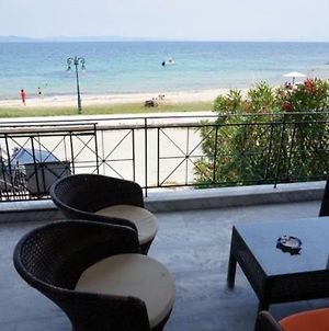 Amazing Beach House ,100Sqm, In Front Of The Sea! photos Exterior
