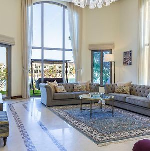 Chic 5Br Villa With Private Pool On Palm Jumeirah photos Exterior