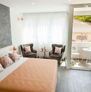 Rose Gold Rooms & Studio With Balcony photos Exterior
