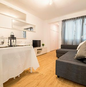 Cozy 3 Bedroom Wifi Apartment By Ave Train Station photos Exterior