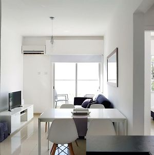 City Pearl - Modern 2 Bed Sea View Apt In City Centre photos Exterior