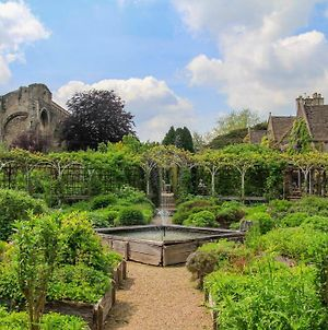 World Famous Abbey House Gardens photos Exterior