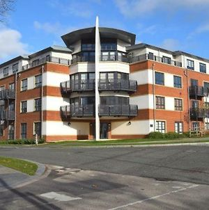 Blue Sky Apartments @Wallis Square, Farnborough photos Exterior