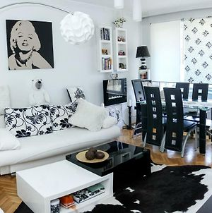 Cheerful Two Bedroom Apartment In Varna'S Lively Levski District photos Exterior