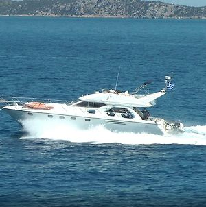 Motor Boat In Alimos Marina photos Exterior