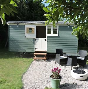 Greatwood Shepherds Hut photos Exterior