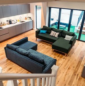 Flat 2, Cromwell Road 3 Bedroom Apartment photos Exterior