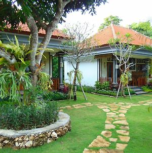 Arumanis Homestay photos Exterior