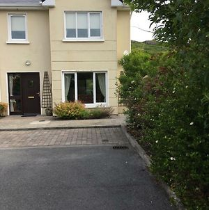 Clifden Townhouse Tucked Under The Hill photos Exterior