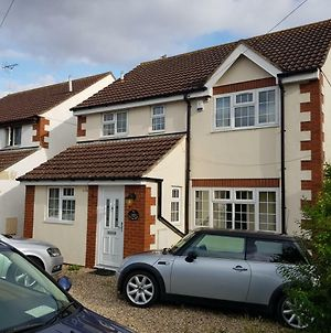 Spacious Swindon 5 Bedroom House - Sleeps Up To 10 photos Exterior