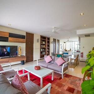 Tastefully Decorated 2 Bedroom Penthouse photos Exterior